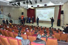 Gürkan'dan öğrencilere jest
