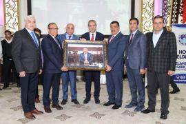 Gürkan belediye çalışanlarına veda etti