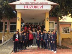 Mercan Kolejlilerden huzurevi ziyareti