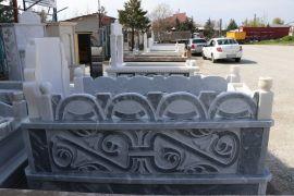 Malatya'da mezar taşları otomobil fiyatına satılıyor
