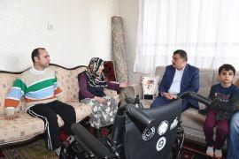 Akülü arabası çalınan emekli polis memuruna Gürkan'dan yardım eli