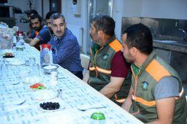 Başkan Çınar, temizlik personeli ile sahur yaptı