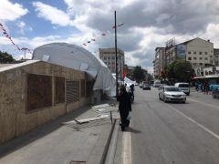 Şiddetli rüzgar, iftar çadırını uçurdu