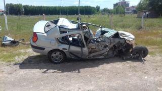 Tıra çarpan otomobilin sürücüsü ağır yaralandı