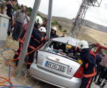 Malatya'da otomobil aydınlatma direğine çarptı: 6 yaralı