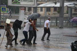 Malatya'da sağanak yağış etkili oluyor