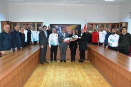 Türkiye Şampiyonasına katılan öğretmenlere çiçek