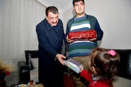 Başkan Gürkan'dan engelli gence doğum günü sürprizi