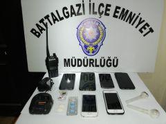 Gizli kaçış noktaları bulunan eve operasyon: 7 gözaltı