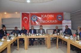 """""""Kadın ve Demokrasi"""" konferansı düzenlendi"""