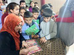 Mezun olduğu okulda kitaplarını imzaladı