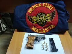 Silah ve uyuşturucu ele geçirildi