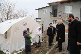 Başkan Güder, depremzedeleri yalnız bırakmadı