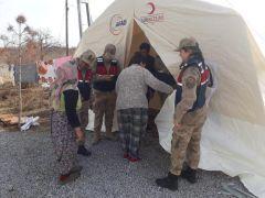 Jandarmadan depremzedelere yardım