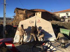 Jandarmalar depremzedeler için seferber oldu