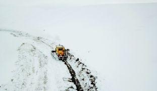 Malatya'da kardan kapanan yollar açılıyor
