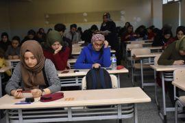 """Öğrenciler, """"Altın ödüllü Bursluluk Sınavı""""nda ter döktü"""