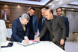 Yeşilyurt Belediyesi'nde toplu sözleşme imzaladı