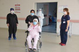 77 yaşında korona virüsü yendi