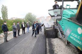 Başkan Güder, asfalt çalışmasını yerinde inceledi