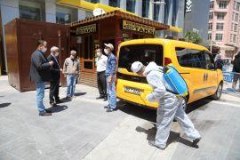 Battalgazi'de taksi duraklarını dezenfekte ediyor
