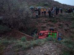 Çapa motoru şarampole yuvarlandı: 1 ölü, 1 yaralı
