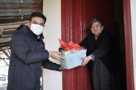 Kaymakam Şahin, 65 yaş ve üstü annelerini ziyaret etti