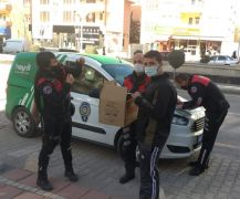 Kanadı kırık Serçe'ye polis şefkati