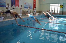 Pandemi kurallarıyla yüzme şampiyonası