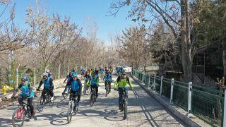 Bisiklet tutkunları Yeşilyurt'ta pedal çevirdi