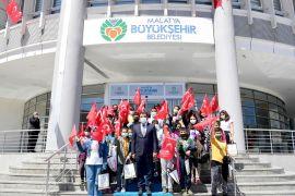 Başkan Gürkan'dan öğrencilere hediye