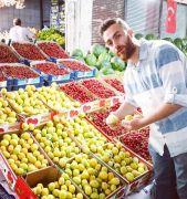 Hasadı başlayan yaş kayısı en pahalı meyve olarak dikkat çekiyor