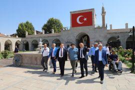 Başkan Güder, Balıkesir'den gelen misafirleri tarihi mekanlarda ağırladı
