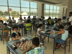Satranç müsabakalarında dereceye giren çocuklara madalya verildi