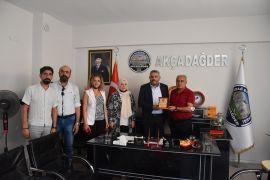 Başkan Sadıkoğlu'na plaket