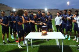 Takım arkadaşlarından Adem Büyük'e doğum günü kutlaması
